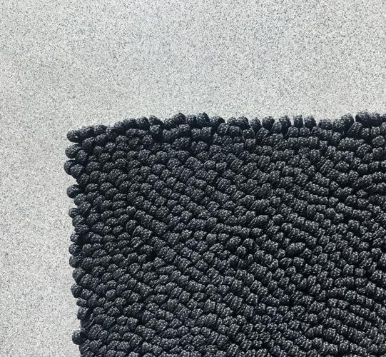 paola-lenti-teppich-schwarz